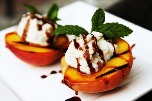Grilled Peaches with Ricotta and Balsamic Glaze