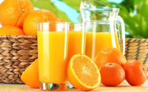 squeeze_orange_juice_glass-wide